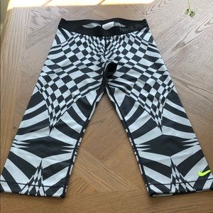 *SALE*Nike Pro black and gray patterned legging.